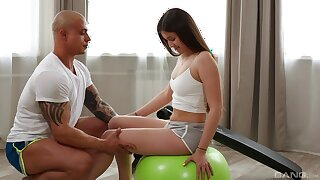 Energized teenager is keen to play her trainer's huge dong