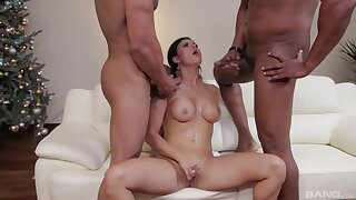 Billie Star drops aloft her knees be advantageous to double penetration interracial sex