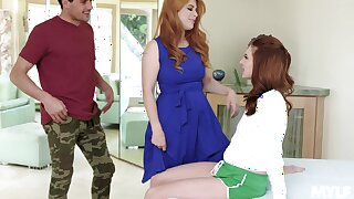 Tremendous girl Jaycee Starr does their way club as she fucks by means of MFF