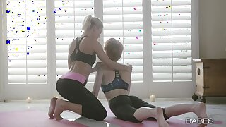 Alterable yoga babes Alex Harper and Niki Lee Young have lesbo sex