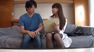 Amateur Japanese babe spreads her legs to be licked and fucked