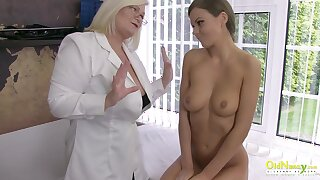 Horny mature headway her hand to help with discipline and ended up masturbating together with hot unshaded