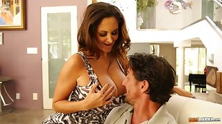 Tommy Gunn meets be in charge sexy married woman living nextdoor Ava Addams