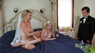 Threesome is a good way for the bride to relax before the wedding